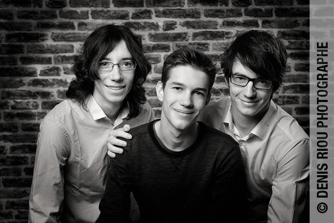 Jeunes hommes en studio